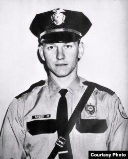 50 il öncə Austində yerləşən Texas Universitetində törədilən silahlı atışmada öldürülən polis məmuru Billi Spid