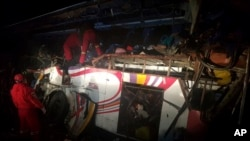Un choque de autobús en Bolivia deja a 24 personas sin vida y 12 heridos, el lunes.