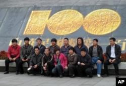 大陆观光团游览台湾故宫博物院
