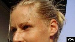 Elena Dementieva mengumumkan pensiun setelah pertandingan terakhirnya di Tur Kejuaraan Dunia Tenis WTA di Qatar hari Jumat (29/10).