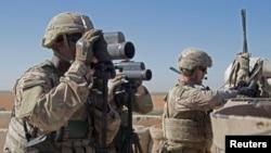 ABŞ hərbi qüvvələri Suriyanın Mənbic şəhəri yaxınlığında keşik çəkir, 1 noyabr, 2018.