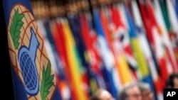 Le logo de l'Organisation pour l'interdiction des armes chimiques (OIAC) lors d'une session spéciale à la Haye, Pays-Bas, le 26 juin 2018.