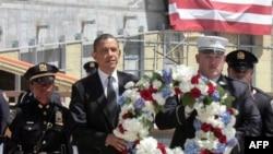 Predsednik Obama položio je juče venac u Njujorku, na mestu nekadašnjeg Svetskog trgovinskog centra, srušenog u terorističkom napadu Al-Kaide, 11. septembra 2001.