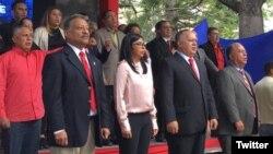 Diosdado Cabello (segundo desde la derecha) presidente de la controvertida Asamblea Nacional Constituyente de Venezuela, junto a la vicepresidenta del país Delcy Rodríguez, en celebración de primer aniversario de la ANC, en Caracas, el 30 de julio de 2018. Foto: @ANC_ve.