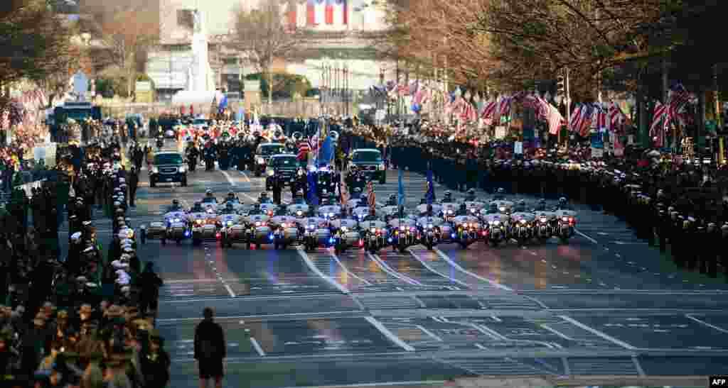 Cuộc diễn hành bắt đầu trên đại lộ Pennsylvania, thủ đô Washington, sau lễ nhậm chức nhiệm kỳ hai của Tổng thống Obama. (AFP)