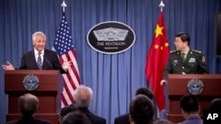 Bộ trưởng Quốc phòng hai nước Mỹ, Trung Quốc trong cuộc họp báo chung tại Ngũ Giác Ðài, 19 tháng 8, 2013.