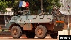 法國部隊的裝甲車出現在中非班吉動亂地區