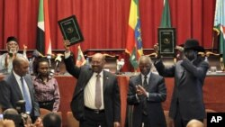 South Sudan President Salva Kiir and Sudan President Omar al-Bashir take part in signing ceremony in Addis Ababa, Ethiopia.