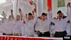 Prabowo Subianto dan Hatta Rajasa hari Senin (19/5) resmi dideklarasikan oleh enam partai politik sebagai calon presiden dan wakil presiden dalam pemilihan Presiden mendatang (foto: VOA/Fathiyah).