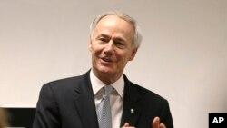 Thống đốc bang Arkansas Asa Hutchinson hứa sẽ ký ban hành dự luật về tự do tôn giáo