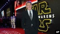 هریسون فورد یکی از ستارگان مجموعه فیلم های جنگ ستارگان است.