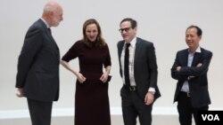 Директор музея Ричард Армстронг (слева) с кураторами выставки. Photo: Oleg Sulkin