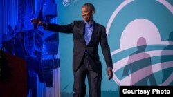 Mantan Presiden AS Barack Obama menyapa para peserta (Courtesy: Obama Foundation).