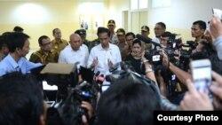 Presiden Joko Widodo memberikan keterangan di Rumah Sakit dr. Zainoel Abidin di Banda Aceh (8/12). (Foto: Biro Pers Kepresidenan)