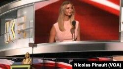 Ivanka Trump memperkenalkan ayahnya, Donald Trump, sebagai kandidat presiden AS dari Partai Republik di Cleveland (21/7).