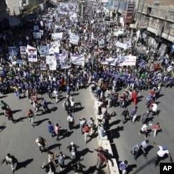 Yemeni protestors march during a demonstration denouncing the immunity law passed for Yemen's President Ali Abdullah Saleh in Sanaa, Yemen, January 22, 2012.