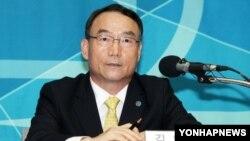 아시아태평양방송연맹 회장인 김인규 한국 KBS 사장이 26일 방북결과 기자회견을 갖고 있다.