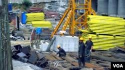 러시아 블라디보스톡의 건설현장에서 북한 노동자들이 일하고 있다. (자료사진)