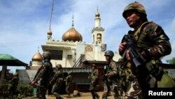 ဖိလစ္ပိုင္ႏုိင္ငံ ေတာင္ပိုင္း Marawi ၿမိဳ႕တြင္း အစိုးရတပ္မ်ား လံုျခံဳေရးယူထားစဥ္။ (ေမ ၂၅-၂၀၁၇)