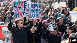지난 12일 미국 뉴욕에서 도널드 트럼프 당선인에 반대하는 대규모 시위가 열렸다.