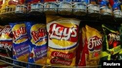 Los que vieron películas de acción tienden a comer más refrigerios sin pensar, según un estudio.