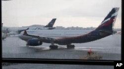 """Фото: Літак в аеропорту """"Шереметьєво"""". 2013-й рік"""