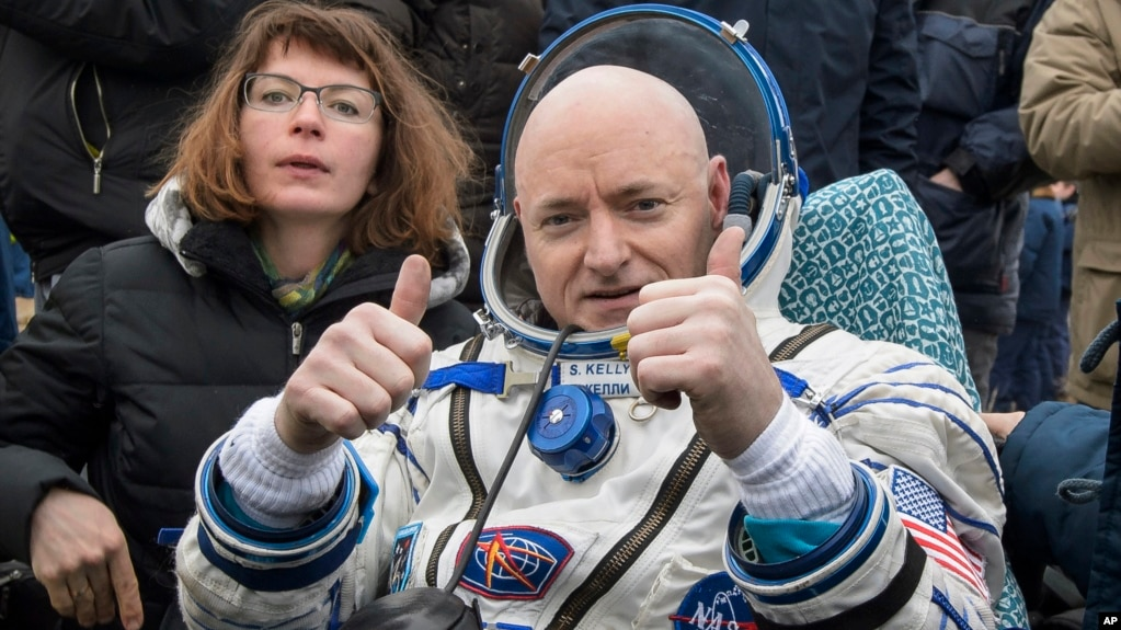 Nhà du hành vũ trụ Scott Kelly trở lại trái đất, đáp xuống Kazakhstan (ảnh của NASA, tháng 3/2016)