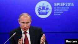 Ruski predsednik Vladimir Putin na zasedanju Medjunarodnog ekonomskog foruma u Sankt Petersburgu