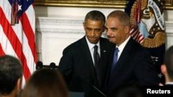 9月25日霍爾德與奧巴馬總統一同出現在白宮。