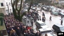 Përcillet në banesën e fundit Ziver Veizi, demostruesi që u vra në protestë