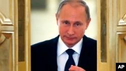 Vladímir Putin afirmó que la misión de los militares rusos en Siria es estabilizar a las autoridades legítimas del país árabe y crear condiciones para un arreglo político.