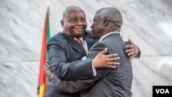 President Armando Guebuza and Renamo leader Afonso Dhlakama