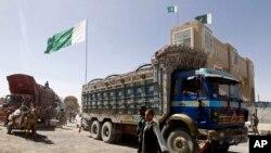 د افغانستان د سوداګرۍ خونې چارواکي وایي په اوس وخت کې پاکستان تریو ملیارد ډالرو پورې منځنۍ اسیا سره سوداګري لاري