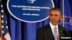 Le président Barack Obama, prenant la parole au siège des Centres pour le contrôle et la prévention des maladies (AP)