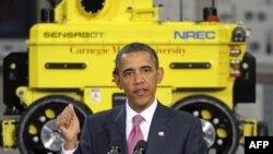 """Presidenti Obama vizitoi Qendren Kombëtare të Inxhinierisë Robotike në Universitetin """"Carnegie Mellon"""""""