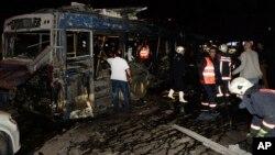 13 Mart Pazar akşamı Ankara Kızılay'daki bombalı saldırıda hasar gören belediye otobüsü