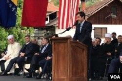 Američki ambasador Eric Nelson govori na otvaranju Aladža džamije, Foča, 4. maj 2019.