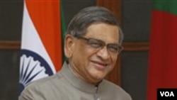 Menlu India S.M Krishna mendesak sejawatnya dari Sri Lanka untuk menyeldiki pelanggaran HAM dalam pertemuan di New Delhi (17/5).