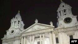 """""""Të Pushtojmë Londrën"""" hiqet nga oborri i Katedrales së Shën Palit"""