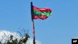 Bandeira da UNITA içada no Cachiungo, província do Huambo (VOA / António Capalandanda)