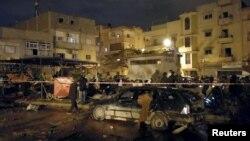 23일 리비아 벵가지 시내 '알살마니' 거리에 있는 사원에서 연쇄 차량 폭탄 테러가 발생했다.