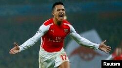 Alexis Sánchez anotó el segundo gol del Arsenal frente al Borussia Dortmund por la Liga de Campeones.
