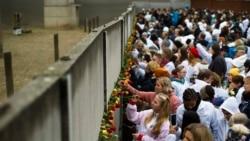 """时事大家谈:柏林墙倒30年,""""中国墙""""正高筑?"""