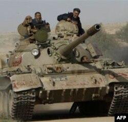 Liviya qurolli kuchlari, Qaddafiy tarafdorlari sharqqa hujum qildi