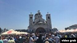 Protest ispred Hrama hristovog vaskrsenja u Podgorici (Foto: Predrag Milić)