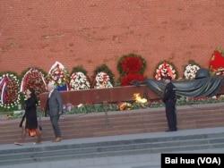 克里姆林宫墙外的无名烈士墓 (美国之音白桦拍摄)
