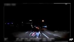 Camera của cảnh sát Tempe ghi nhận khoảnh khắc trước bà Rafaela Vasquez gây tai nạn.