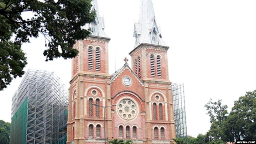 Nhà thờ Đức Bà Sài Gòn đang được trùng tu. (Ảnh: VNExpress)