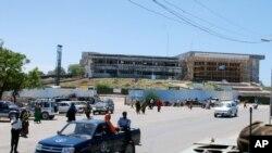 Gedung parlemen Somalia di Mogadishu (foto: dok). Para anggota parlemen baru Somalia mulai bersidang hari Senin (20/8).
