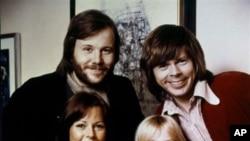 스웨덴 팝 그룹 '아바' 멤버. 아그네사 팰트스코그(왼쪽 앞), 애니프리드 린스태드(오른쪽 앞), 베니 앤더슨(오른쪽 뒤), 비요른 울바에우스.